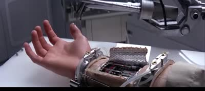 Star Wars - Episode V - The Empire Strikes Back- Luke Skywalker Gets a Cybernetic Hand