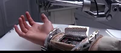 Star Wars - Episode V - The Empire Strikes Back- Luke Skywalker Gets a Cybernetic Hand