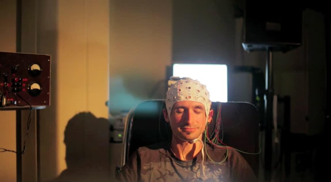 Brain State Sharing - Broadcasting Brainwaves