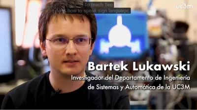 TEO, el robot que comunica en lengua de signos | UC3M